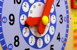 <p class='popupTxt'>Beim Morgenkreis wird die Uhrzeit, der Wochentag und der Monat eingestellt</p>
